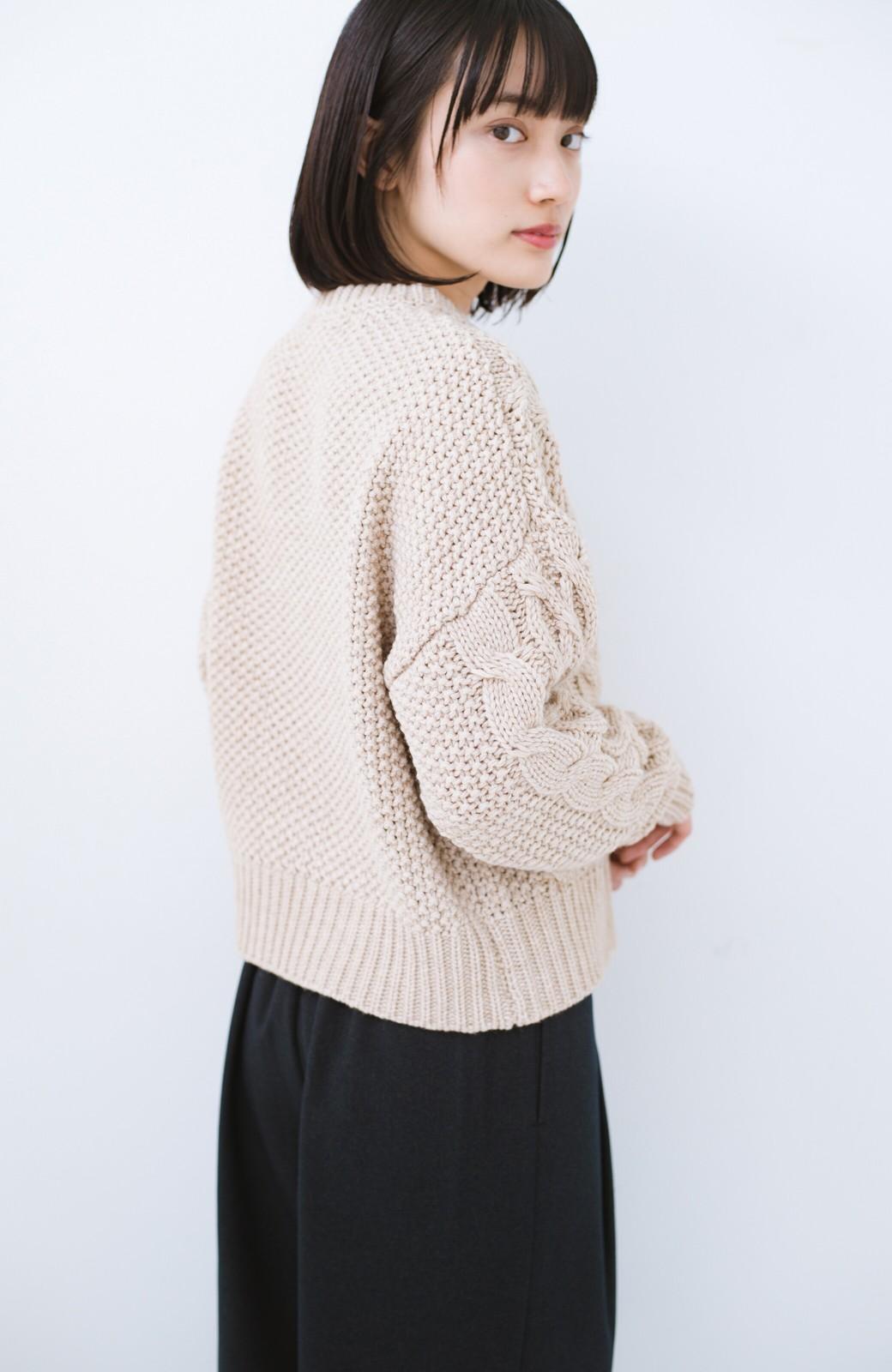 haco! 古着屋さんにありそうな ざっくり編みがかわいいウール混ケーブルニットby que made me <ベージュ>の商品写真9