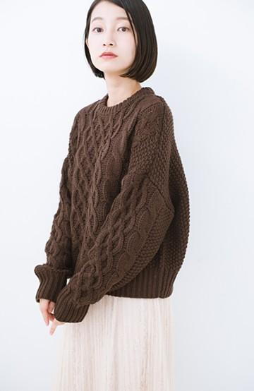haco! 古着屋さんにありそうな ざっくり編みがかわいいウール混ケーブルニットby que made me <ブラウン>の商品写真