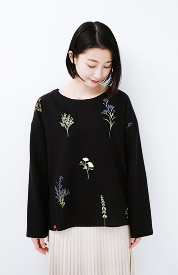haco! LITTLE MARKET 野花柄の刺しゅう入りスリットプルオーバー <ブラック>の商品写真