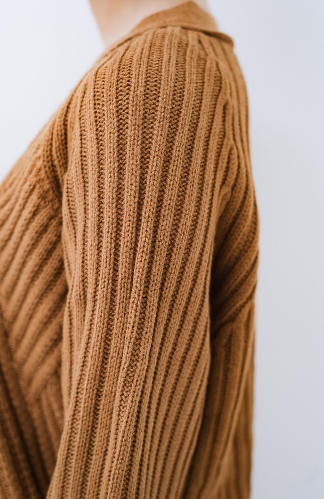 haco! 華が欲しい!というときに便利なゴールドボタン&かわり編みニットカーディガン <ブラウン>の商品写真3