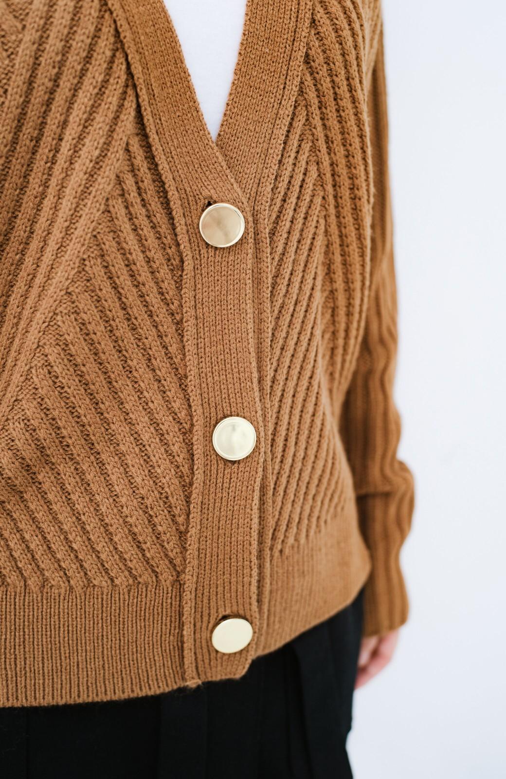 haco! 華が欲しい!というときに便利なゴールドボタン&かわり編みニットカーディガン <ブラウン>の商品写真4