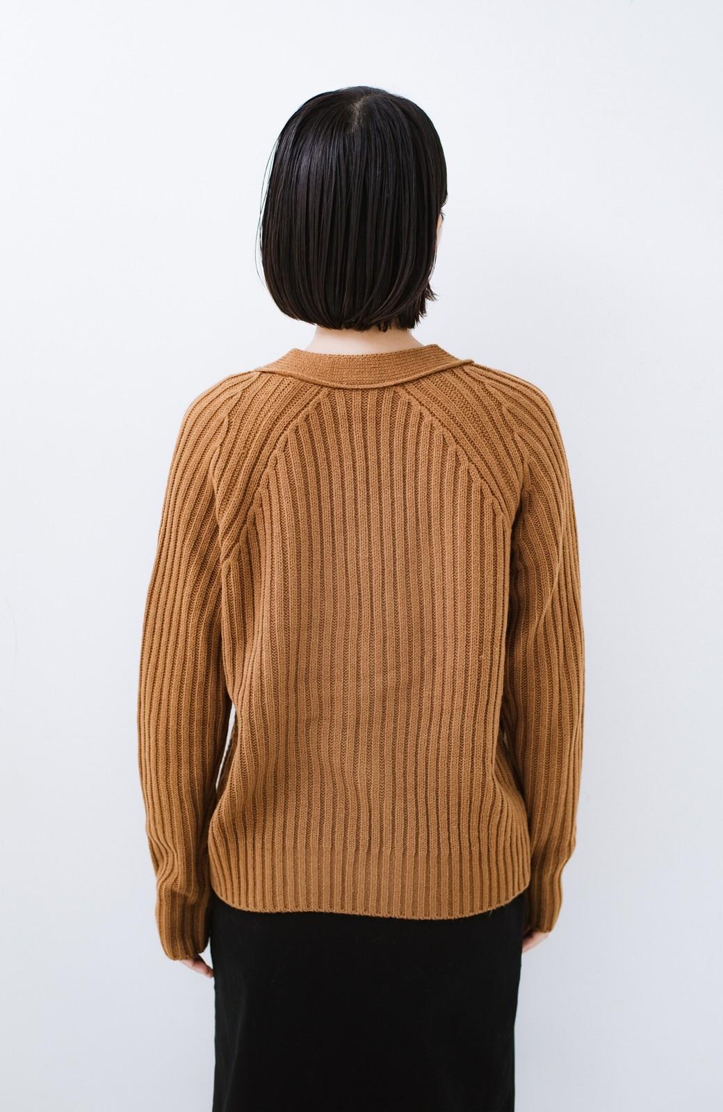 haco! 華が欲しい!というときに便利なゴールドボタン&かわり編みニットカーディガン <ブラウン>の商品写真11
