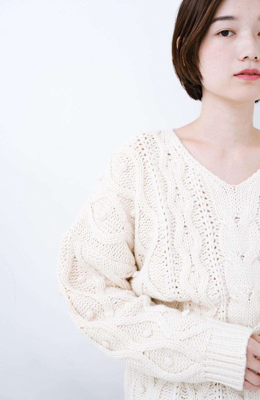 haco! <高橋愛さんコラボ>ラブ&ピースプロジェクト パプコーン編みのウエストマークケーブルニットトップス <オフホワイト>の商品写真14