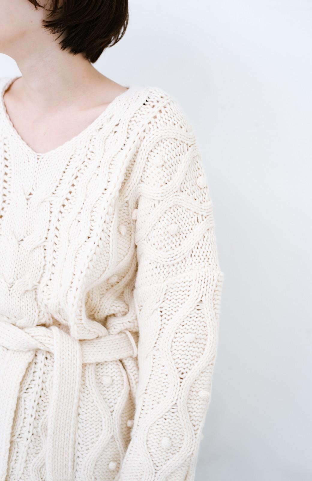 haco! <高橋愛さんコラボ>ラブ&ピースプロジェクト パプコーン編みのウエストマークケーブルニットトップス <オフホワイト>の商品写真15