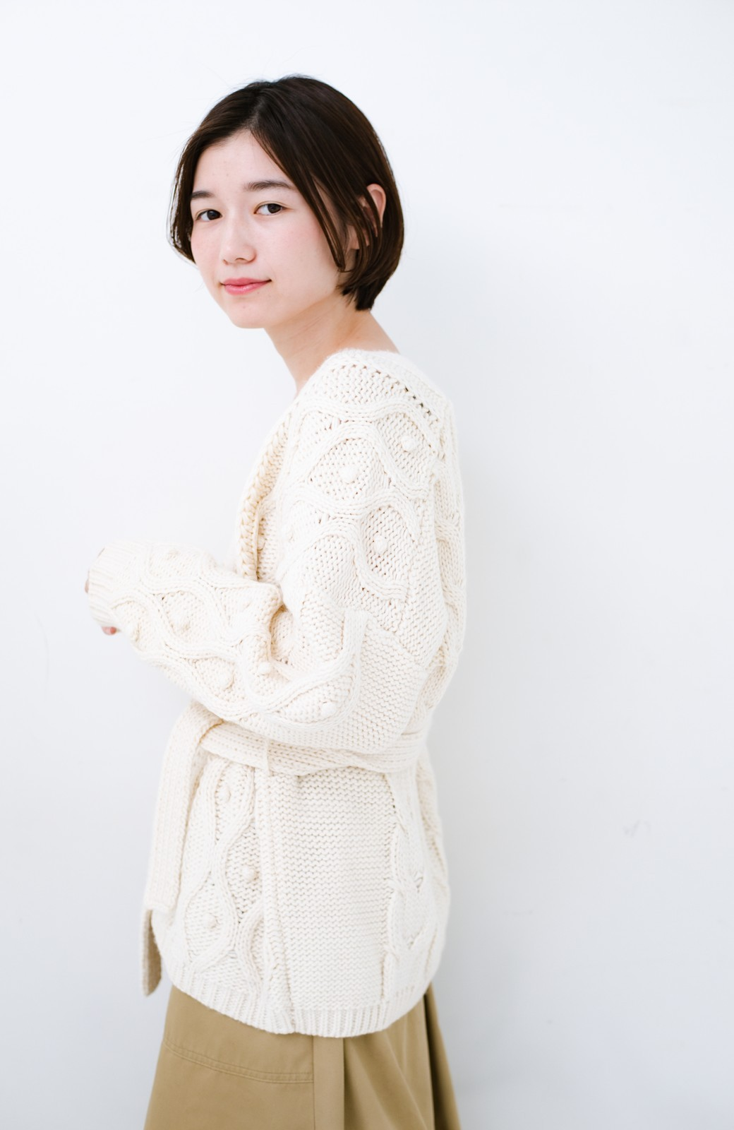 haco! <高橋愛さんコラボ>ラブ&ピースプロジェクト パプコーン編みのウエストマークケーブルニットトップス <オフホワイト>の商品写真16