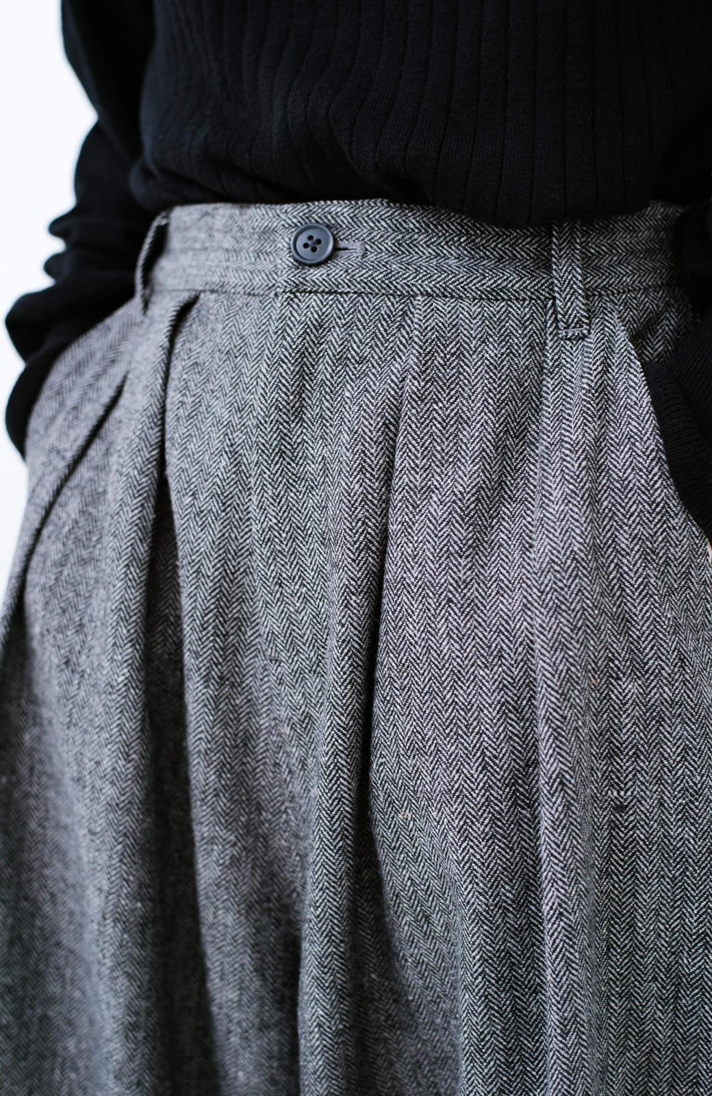 haco! 太ってもばれないきれいめ素材のボリュームパンツ <ブラック系その他>の商品写真8
