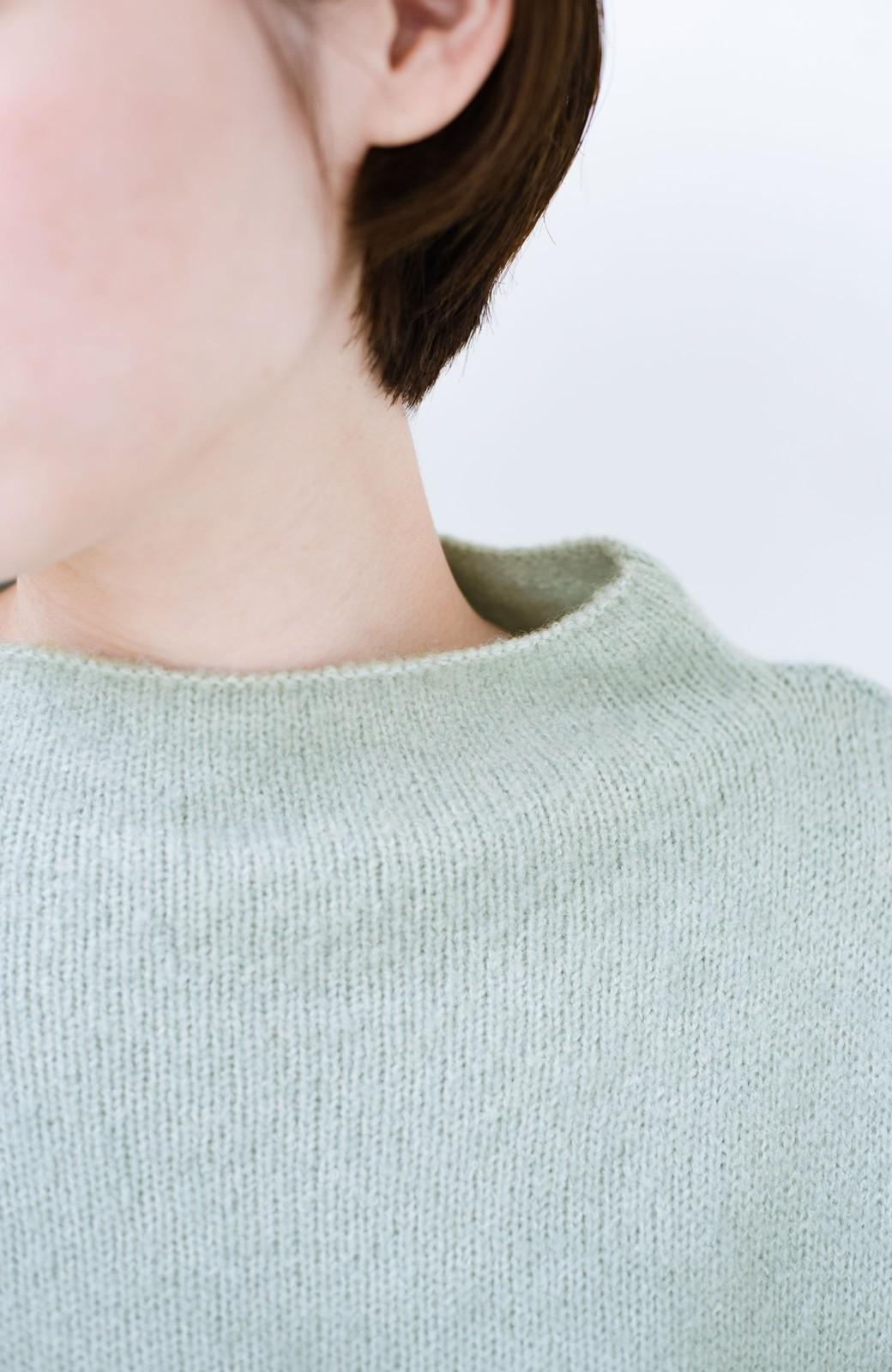 haco! パッと着るだけでかわいくなれる気がする ぷっくり袖のボトルネックニット <ライトグリーン>の商品写真2
