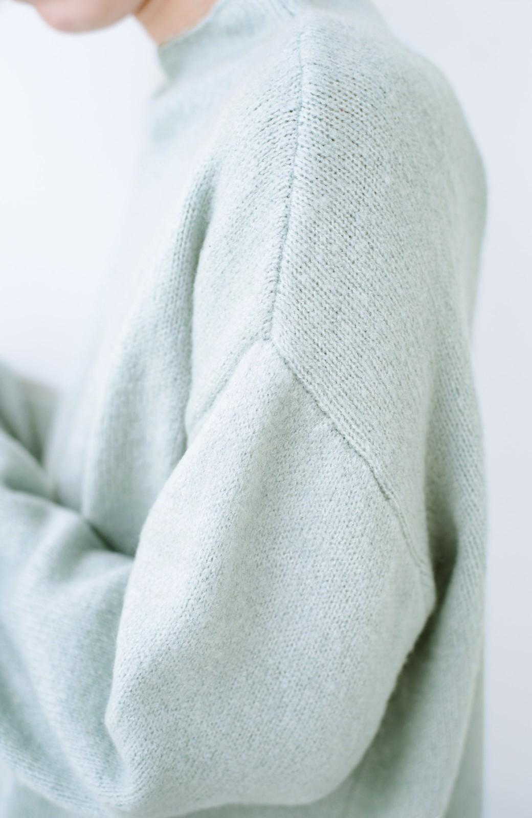 haco! パッと着るだけでかわいくなれる気がする ぷっくり袖のボトルネックニット <ライトグリーン>の商品写真3