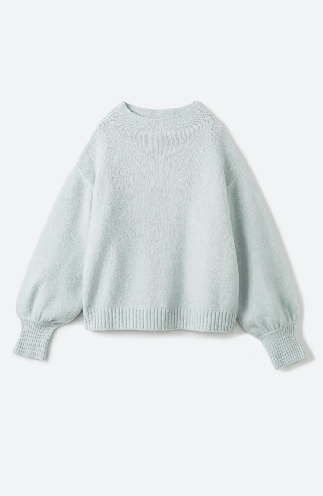 haco! パッと着るだけでかわいくなれる気がする ぷっくり袖のボトルネックニット <ライトグリーン>の商品写真1
