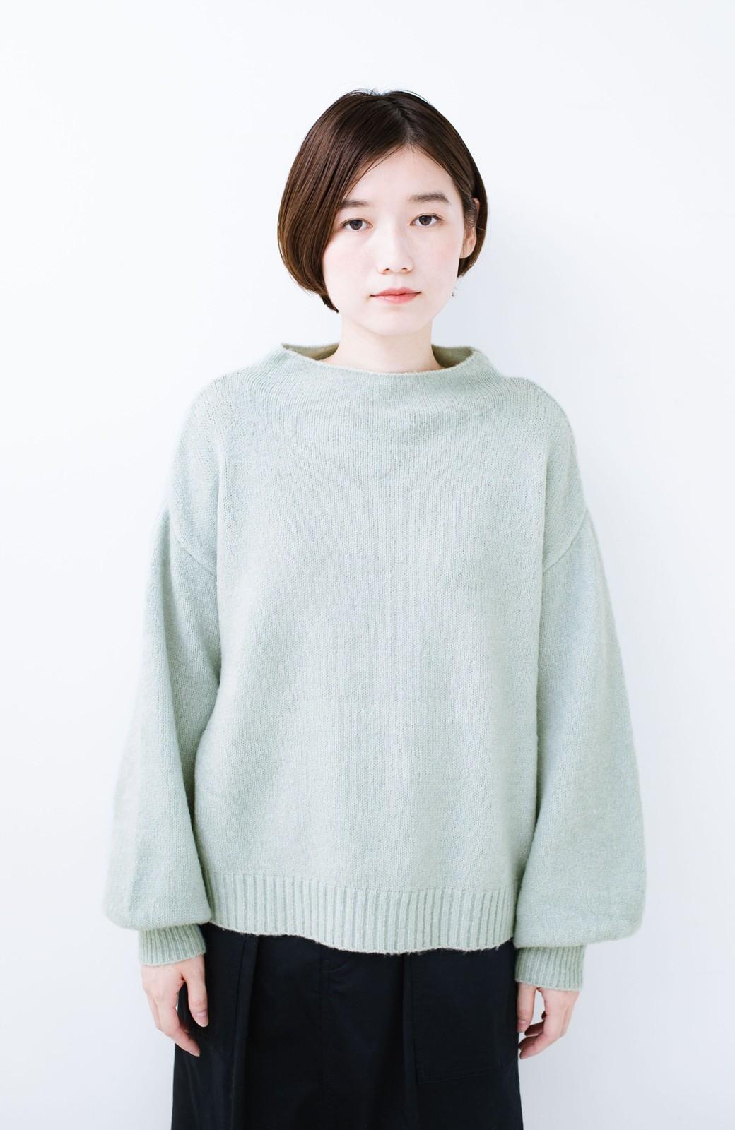 haco! パッと着るだけでかわいくなれる気がする ぷっくり袖のボトルネックニット <ライトグリーン>の商品写真7