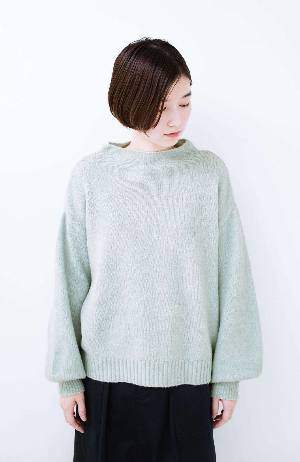 haco! パッと着るだけでかわいくなれる気がする ぷっくり袖のボトルネックニット <ライトグリーン>の商品写真8