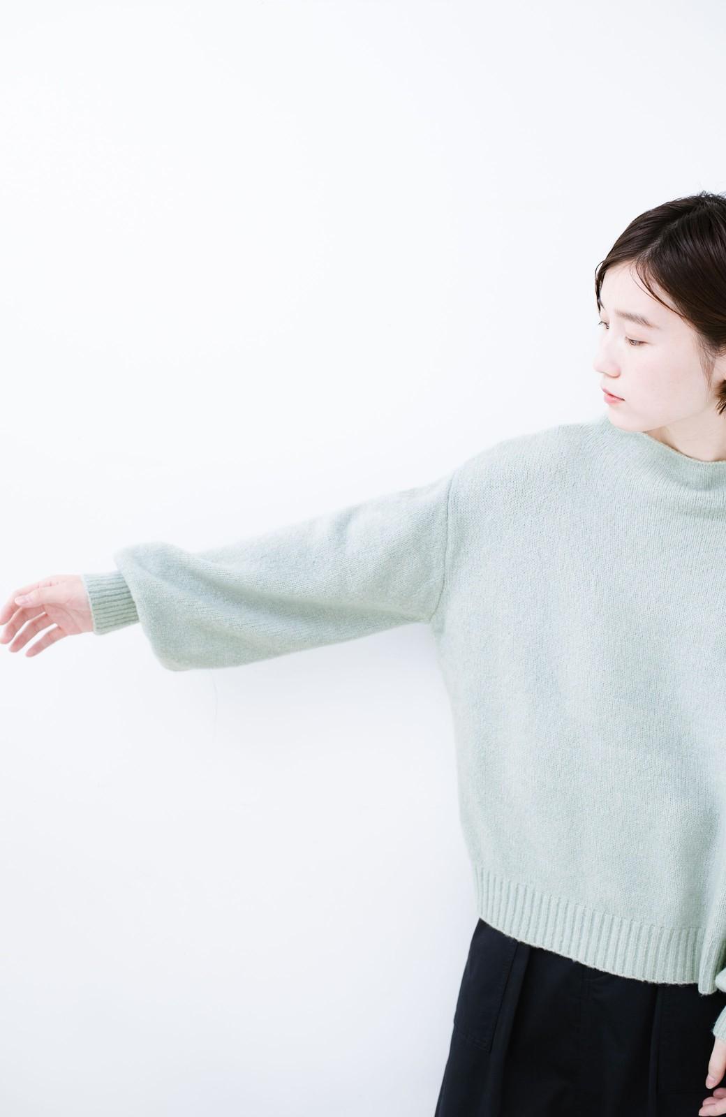 haco! パッと着るだけでかわいくなれる気がする ぷっくり袖のボトルネックニット <ライトグリーン>の商品写真9