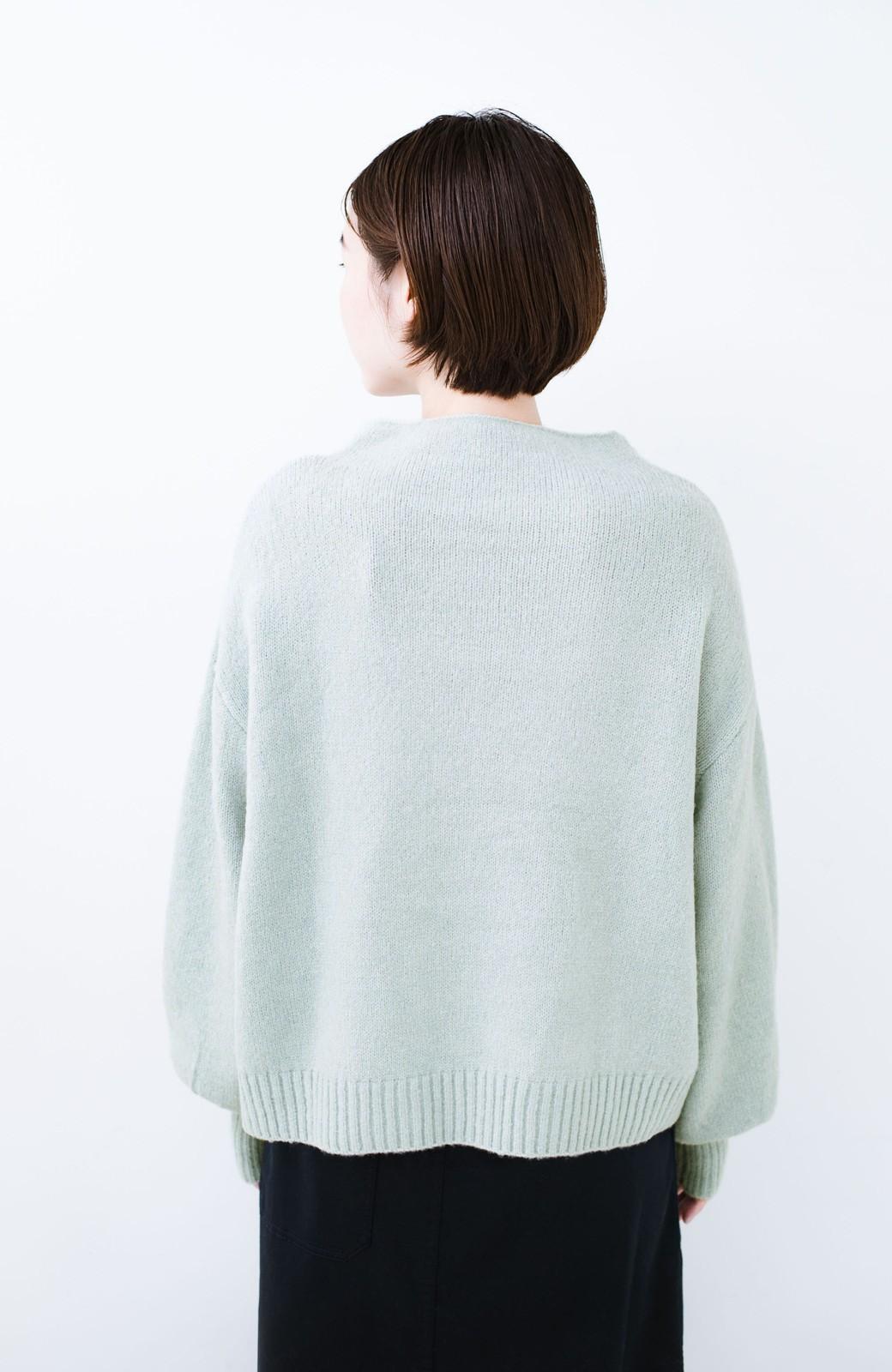 haco! パッと着るだけでかわいくなれる気がする ぷっくり袖のボトルネックニット <ライトグリーン>の商品写真11