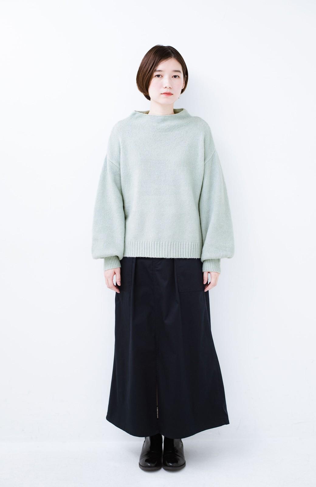 haco! パッと着るだけでかわいくなれる気がする ぷっくり袖のボトルネックニット <ライトグリーン>の商品写真5