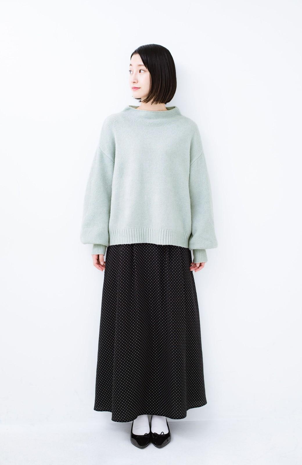 haco! パッと着るだけでかわいくなれる気がする ぷっくり袖のボトルネックニット <ライトグリーン>の商品写真6