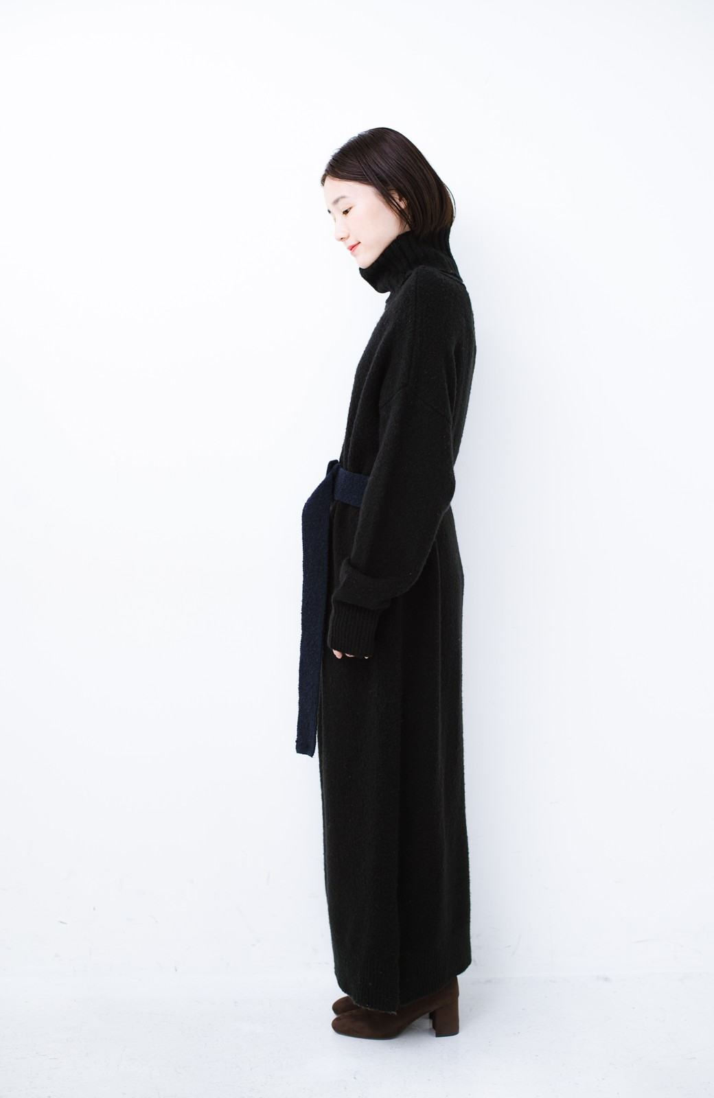 haco! <高橋愛さんコラボ>ラブ&ピースプロジェクト 配色ベルトのタートルニットロングワンピース <ブラック>の商品写真16