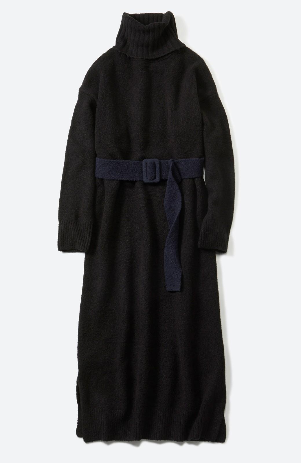 haco! <高橋愛さんコラボ>ラブ&ピースプロジェクト 配色ベルトのタートルニットロングワンピース <ブラック>の商品写真2