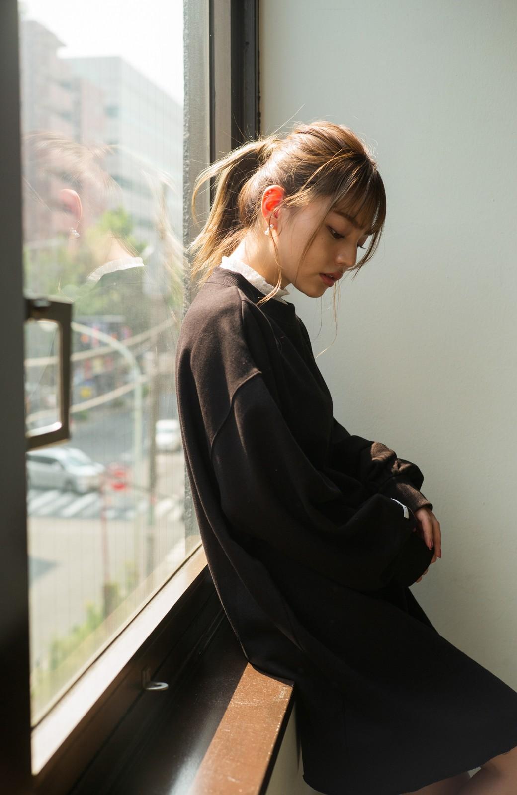 haco! <吉木千沙都(ちぃぽぽ)さんコラボ>ラブ&ピースプロジェクト 袖ラベルがポイントのビッグスウェットワンピース <ブラック>の商品写真9