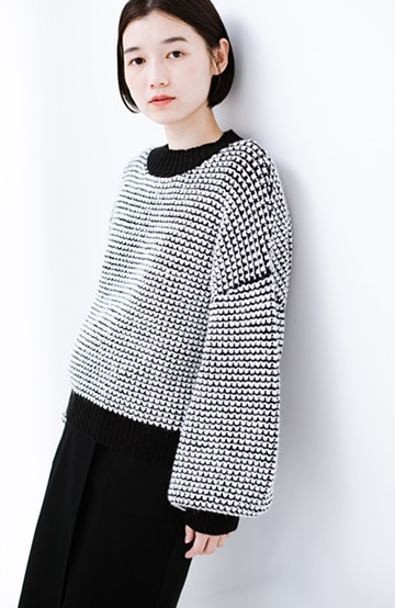 haco! ぽこぽこ編みと配色がかわいいぽんわり袖のニット<ブラック系その他>の商品写真