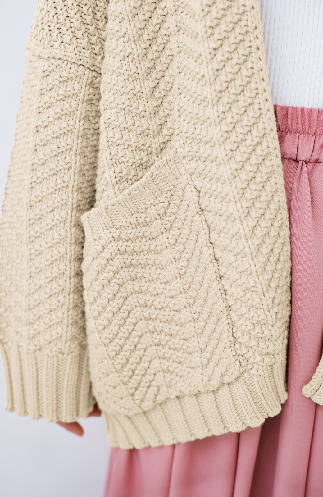 haco! パッと羽織るだけでいつものコーデがぐんとかわいくなれる! 柄編みニットカーディガン <ベージュ>の商品写真5