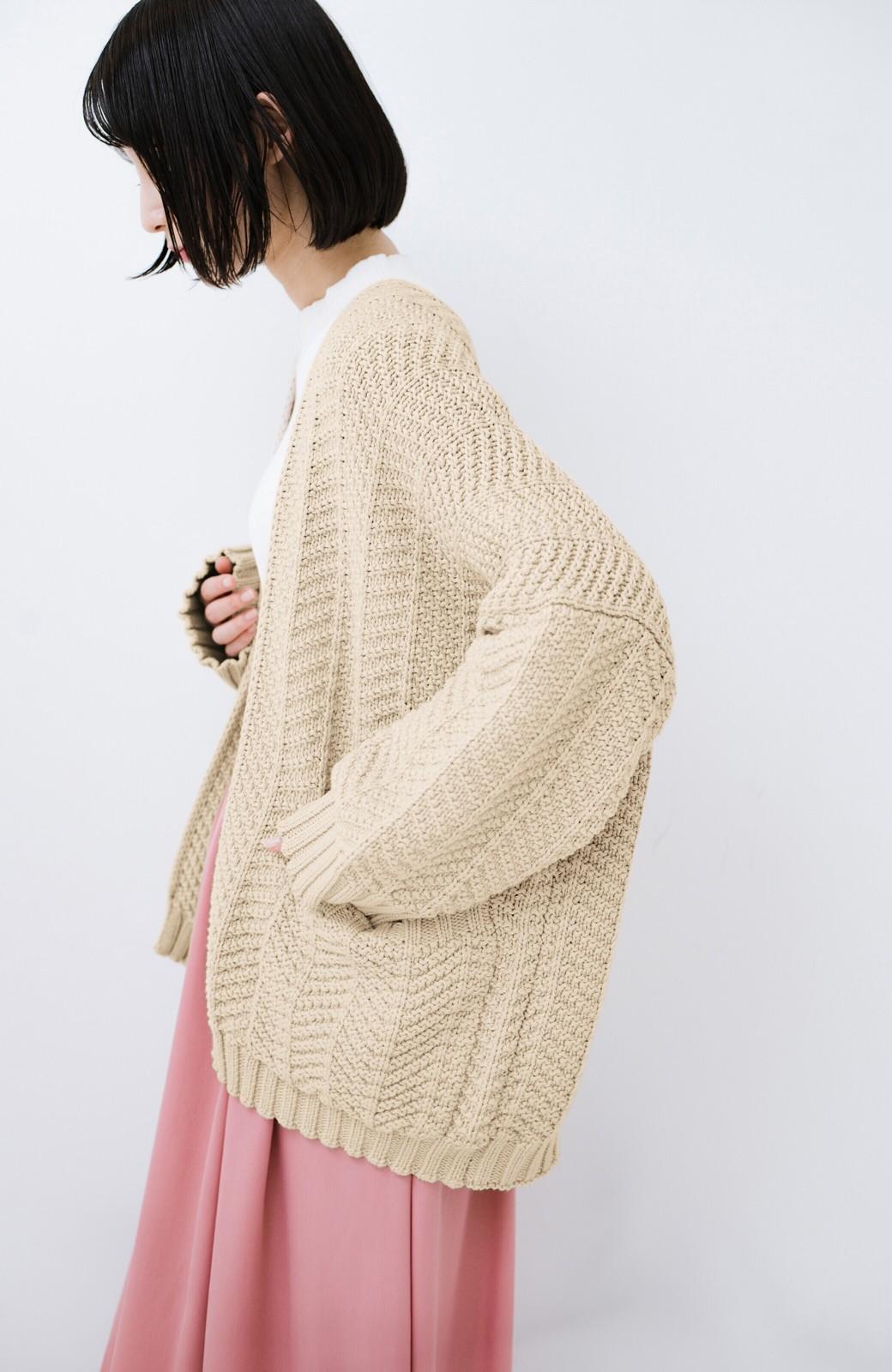 haco! パッと羽織るだけでいつものコーデがぐんとかわいくなれる! 柄編みニットカーディガン <ベージュ>の商品写真10