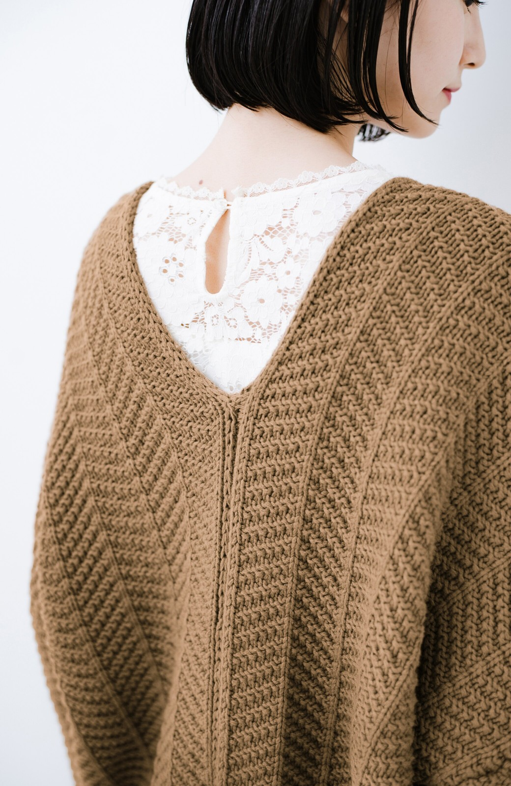 haco! パッと羽織るだけでいつものコーデがぐんとかわいくなれる! 柄編みニットカーディガン <ライトブラウン>の商品写真3