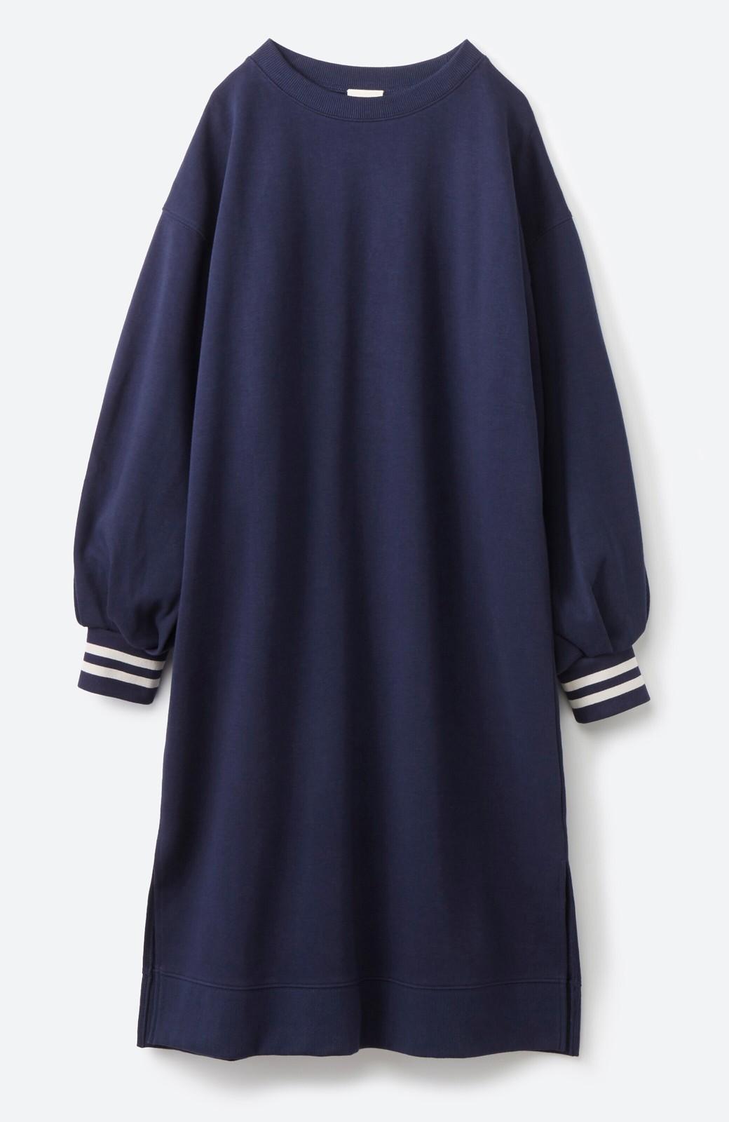haco! 子どもっぽくならない 袖ボリュームのきれいめ大人女子スウェットワンピース <ネイビー>の商品写真2