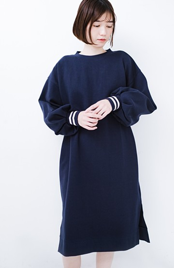 haco! 子どもっぽくならない 袖ボリュームのきれいめ大人女子スウェットワンピース <ネイビー>の商品写真