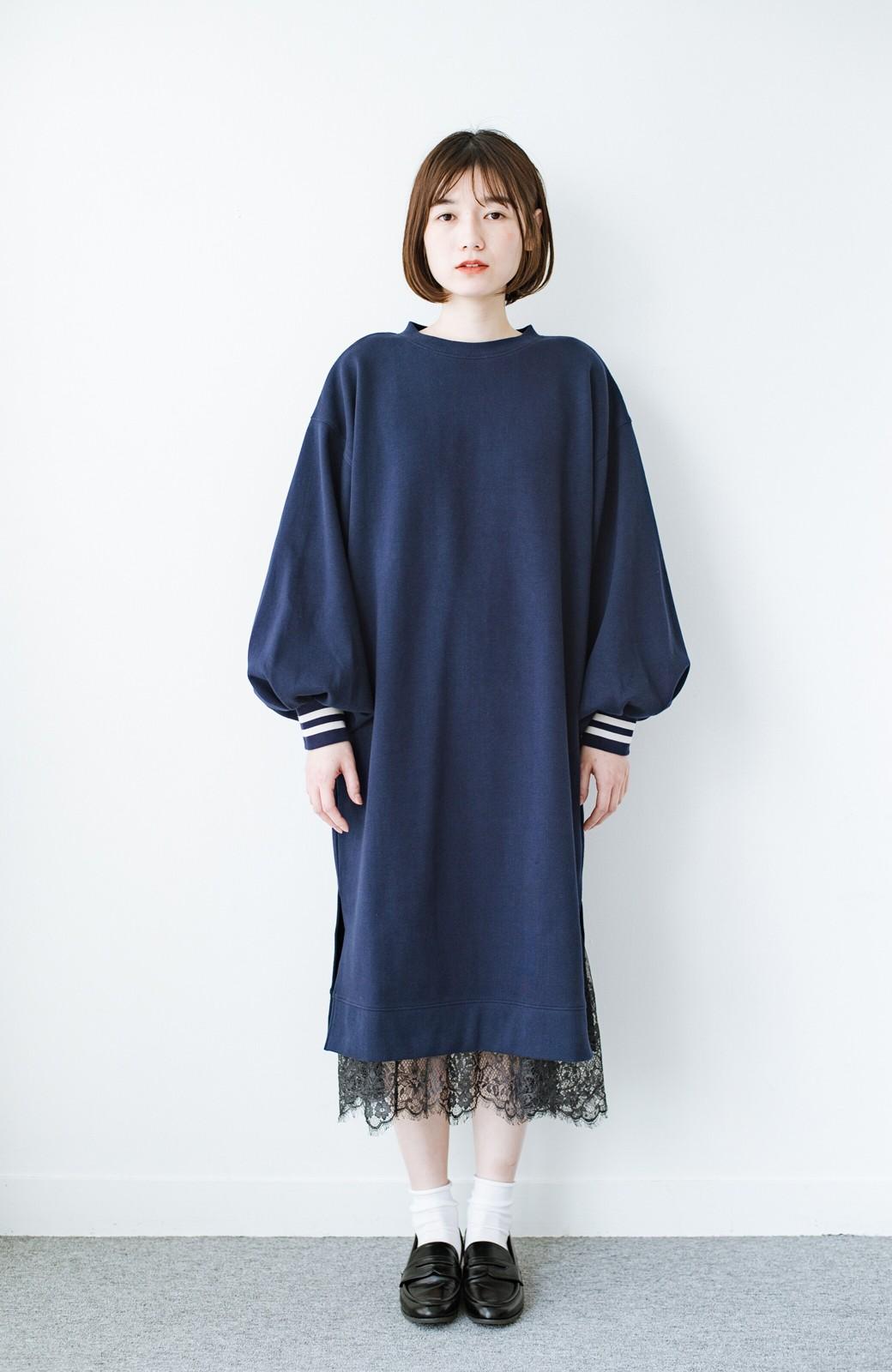 haco! 子どもっぽくならない 袖ボリュームのきれいめ大人女子スウェットワンピース <ネイビー>の商品写真7