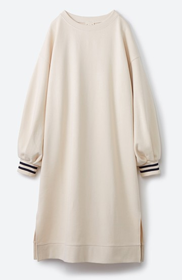 haco! 子どもっぽくならない 袖ボリュームのきれいめ大人女子スウェットワンピース <オフホワイト>の商品写真