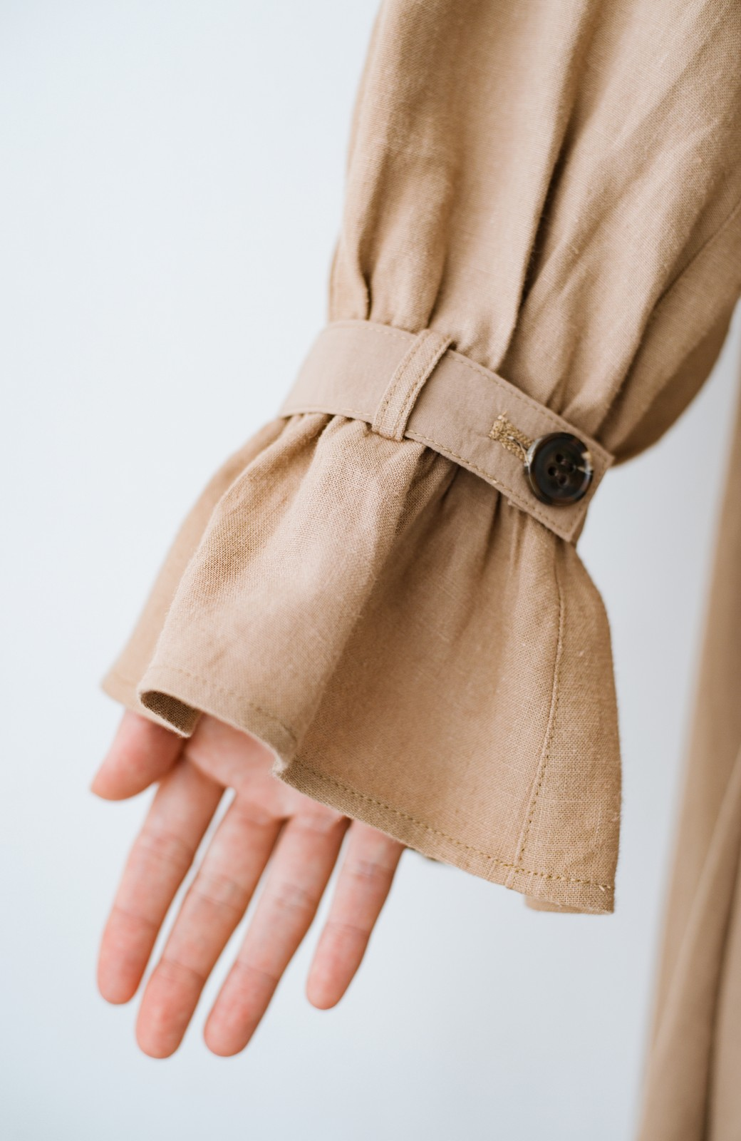 haco! パッと羽織るだけで今っぽ&女っぽが叶う 異素材づかいのロングコート <ベージュ>の商品写真4