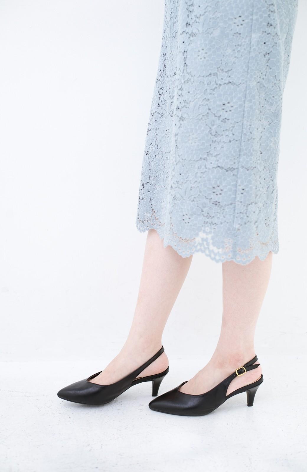 haco! Vカッティングがきれいで素足も美しく魅せるバックストラップパンプスbyMAKORI <ブラック>の商品写真2