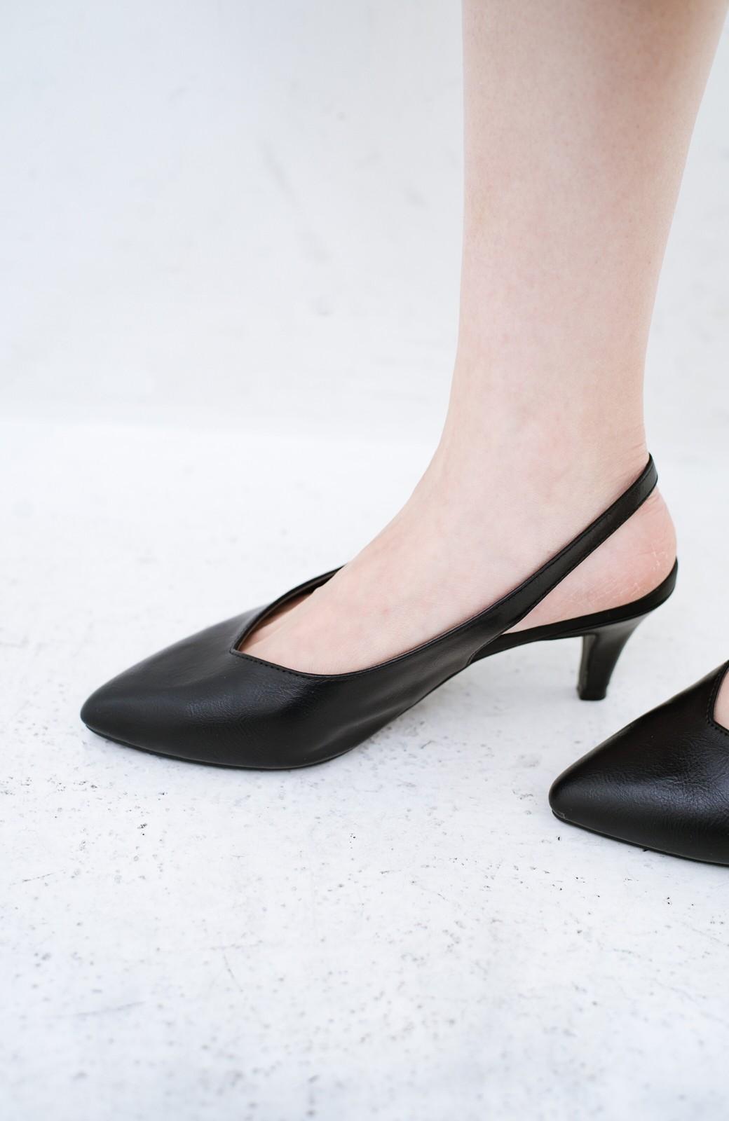 haco! Vカッティングがきれいで素足も美しく魅せるバックストラップパンプスbyMAKORI <ブラック>の商品写真5