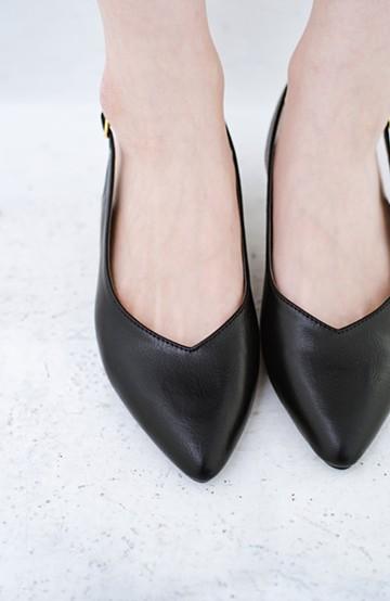 haco! Vカッティングがきれいで素足も美しく魅せるバックストラップパンプスbyMAKORI <ブラック>の商品写真