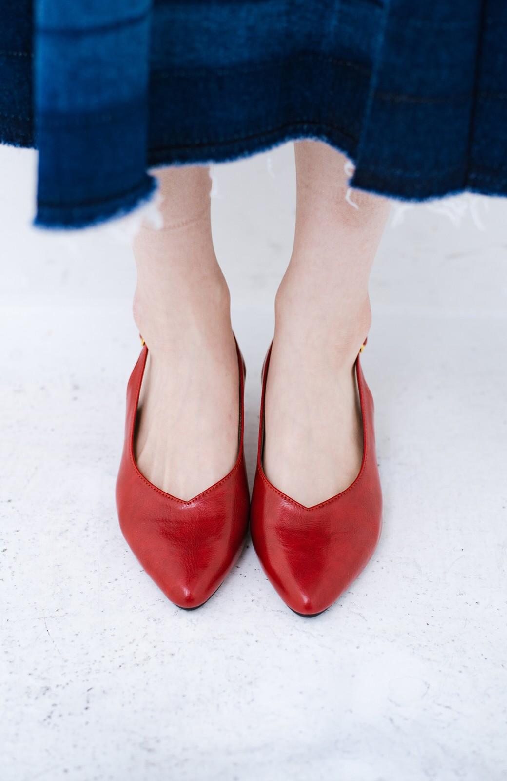 haco! Vカッティングがきれいで素足も美しく魅せるバックストラップパンプスbyMAKORI <レッド>の商品写真6