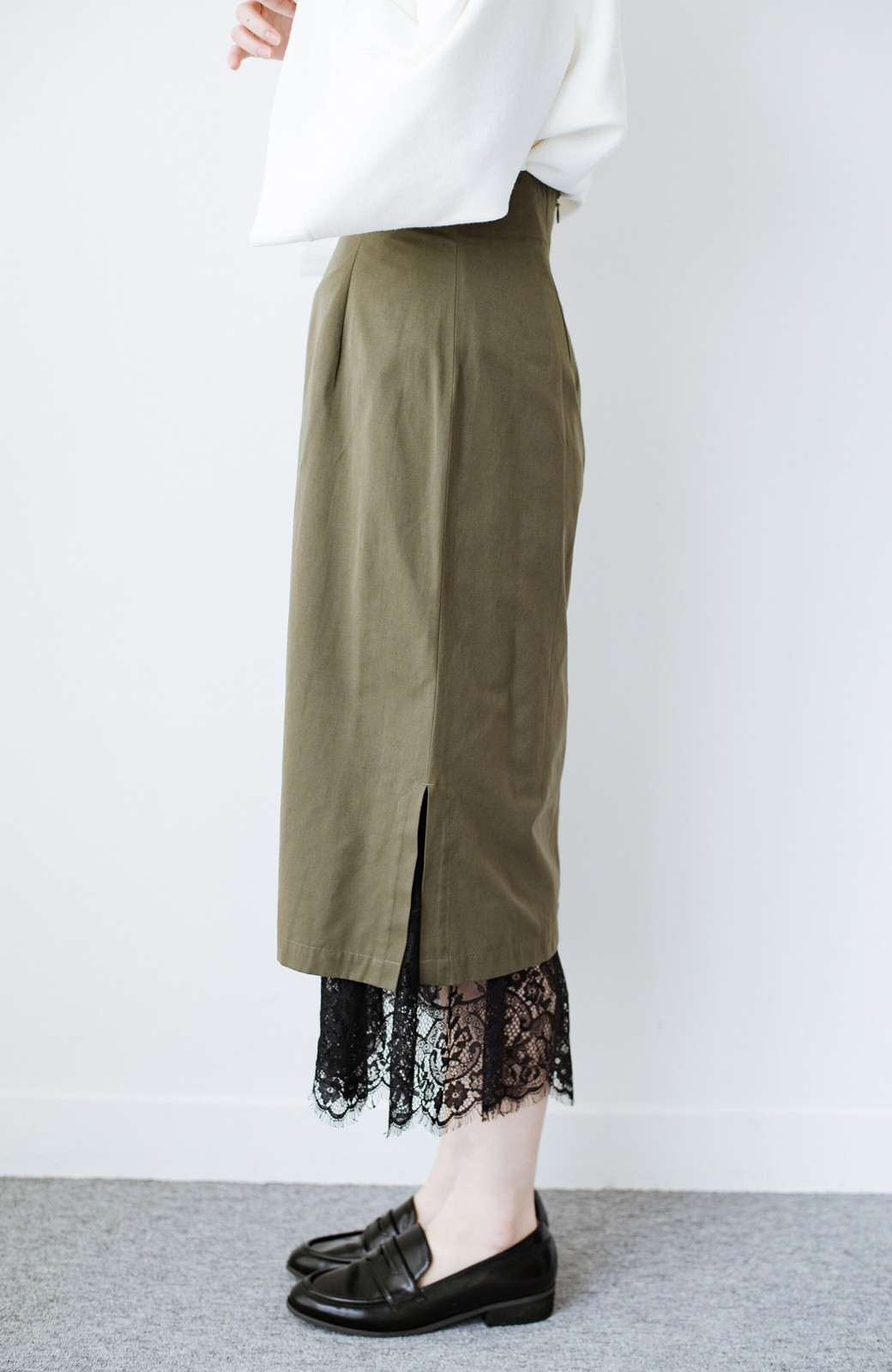 haco! はくだけで華やかなきれいシルエットの重ねタイトスカート by MAKORI <カーキ>の商品写真7