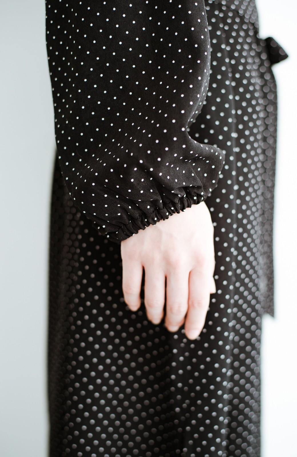 haco! 旅行にも便利な羽織れるドットスカラップワンピース <ブラック系その他>の商品写真7