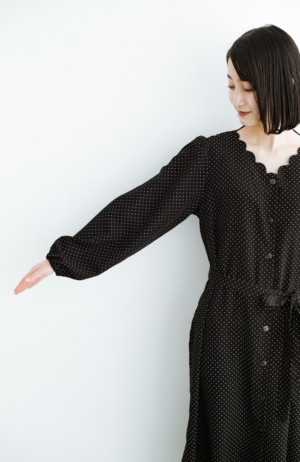 haco! 旅行にも便利な羽織れるドットスカラップワンピース <ブラック系その他>の商品写真18