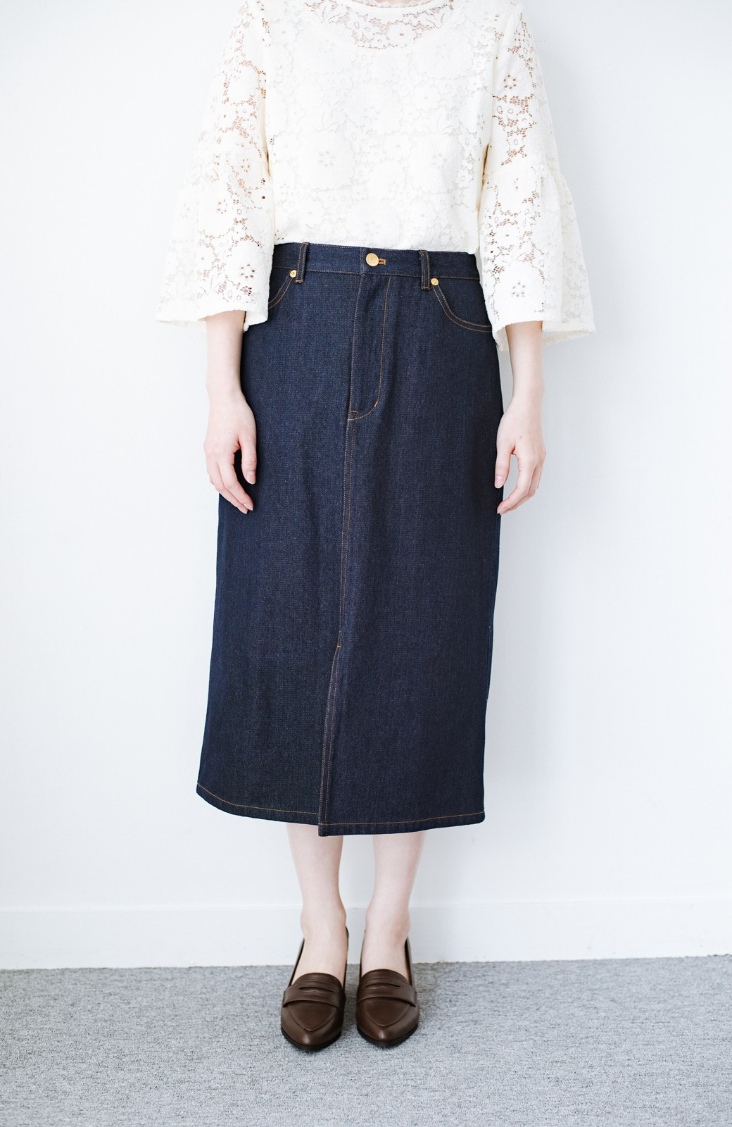 haco! 大人のためのIラインシルエットのデニムタイトスカート by que made me <インディゴブルー>の商品写真3