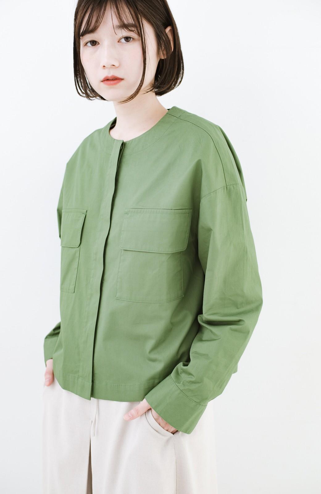 haco! さっと羽織ればコーデに味付け 軽さが自慢のノーカラーミリタリージャケット <カーキ>の商品写真16