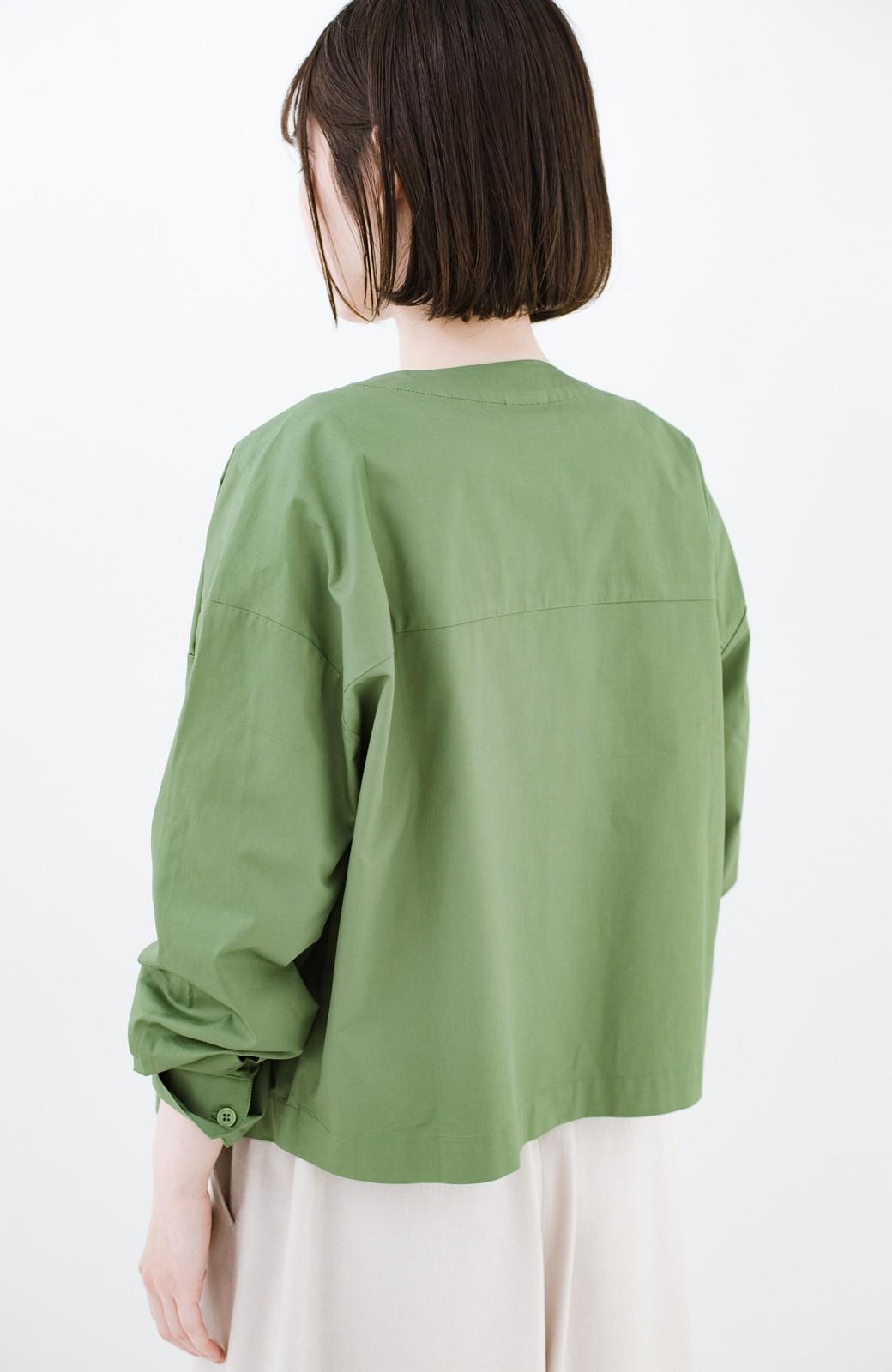 haco! さっと羽織ればコーデに味付け 軽さが自慢のノーカラーミリタリージャケット <カーキ>の商品写真13