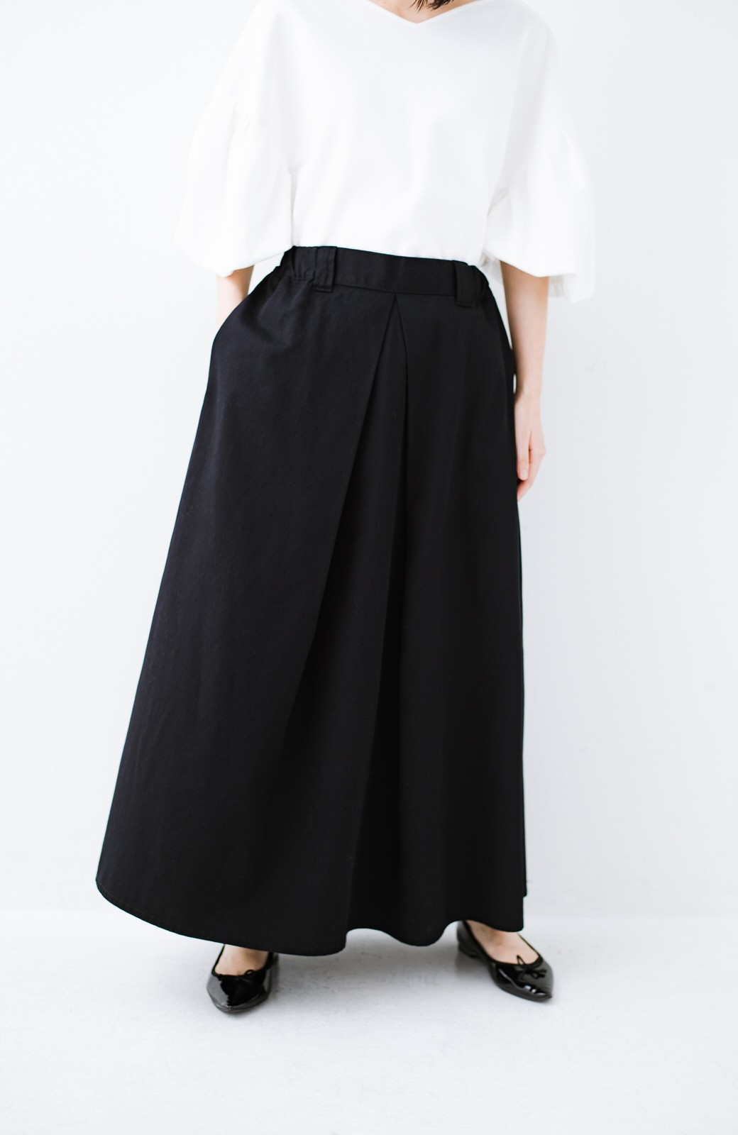 haco! ロングシーズン楽しめる タックボリュームのチノロングスカート <ブラック>の商品写真5