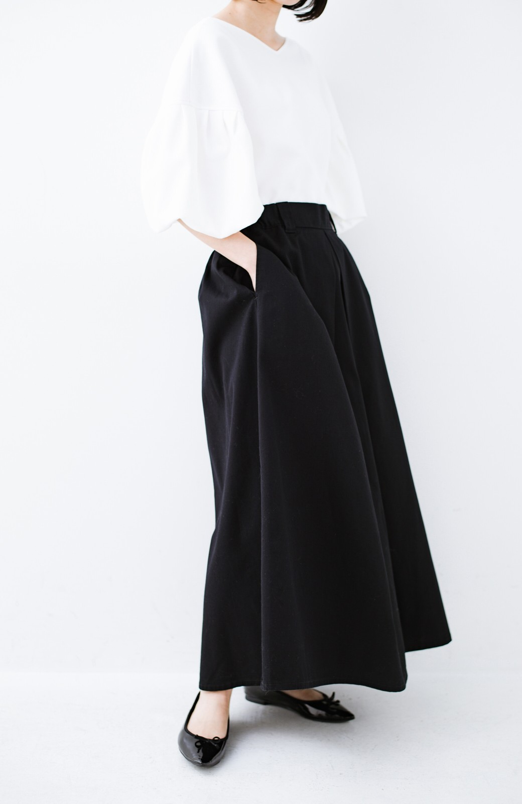 haco! ロングシーズン楽しめる タックボリュームのチノロングスカート <ブラック>の商品写真4
