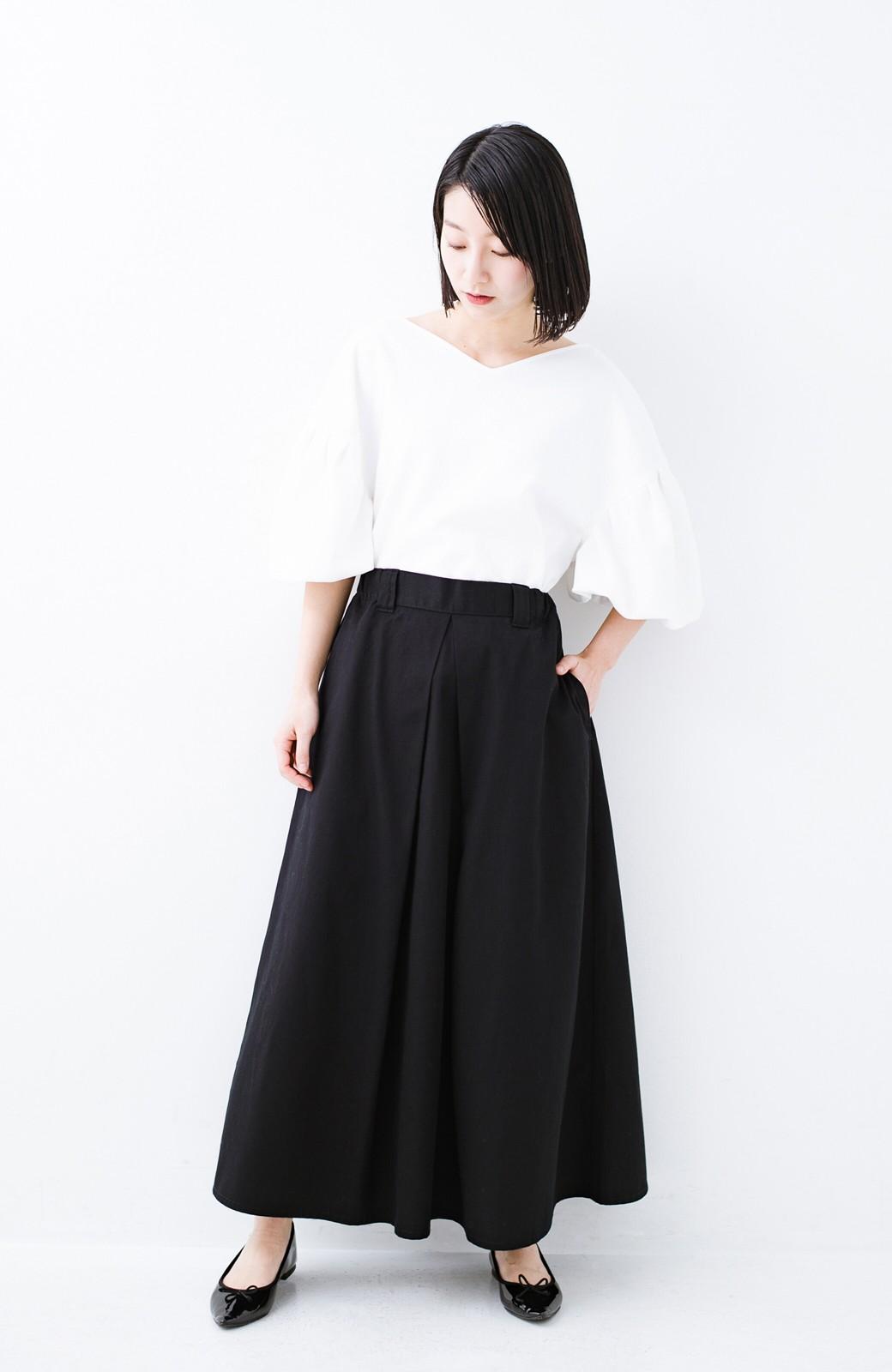 haco! ロングシーズン楽しめる タックボリュームのチノロングスカート <ブラック>の商品写真1