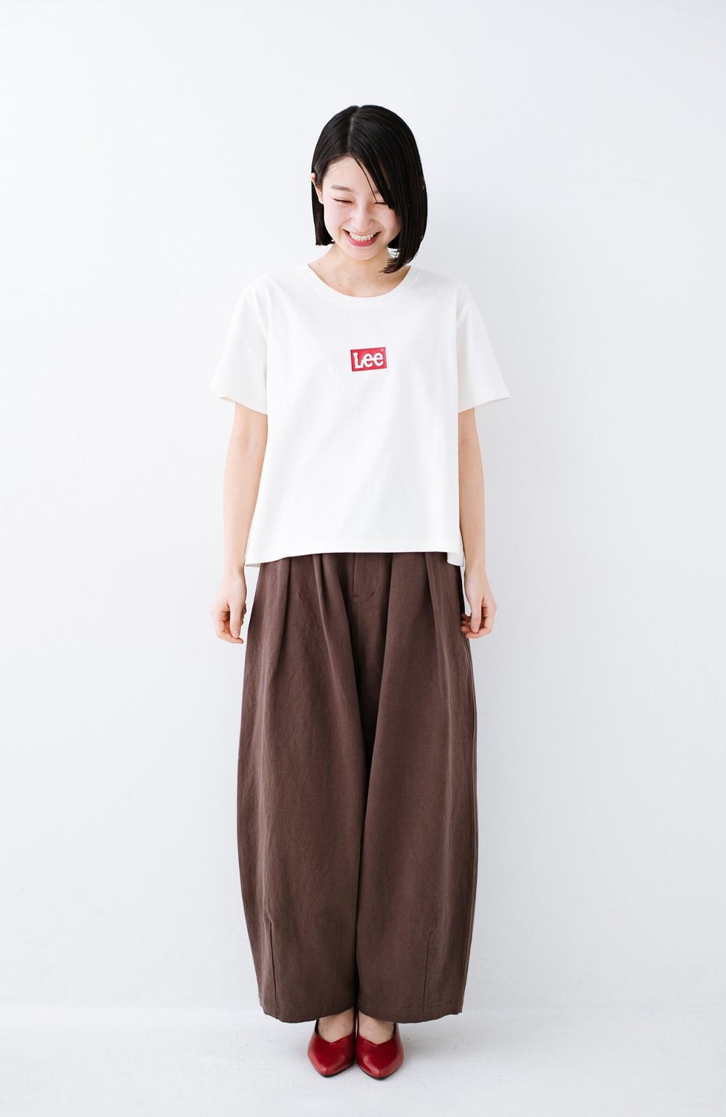 haco! 別注Lee ほどよいゆとりシルエットのボックスロゴTシャツ <ホワイト×レッド>の商品写真5