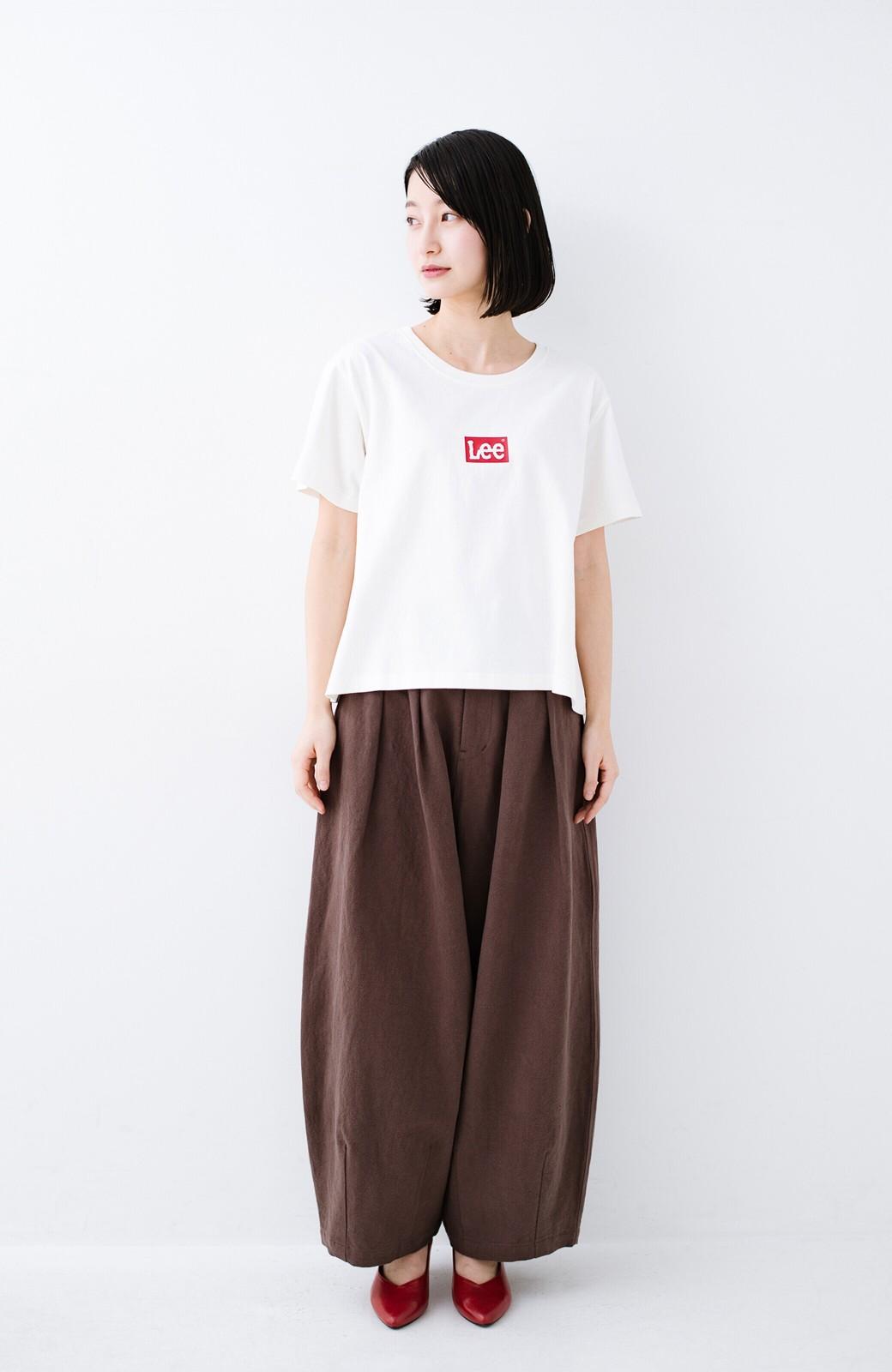 haco! 別注Lee ほどよいゆとりシルエットのボックスロゴTシャツ <ホワイト×レッド>の商品写真6
