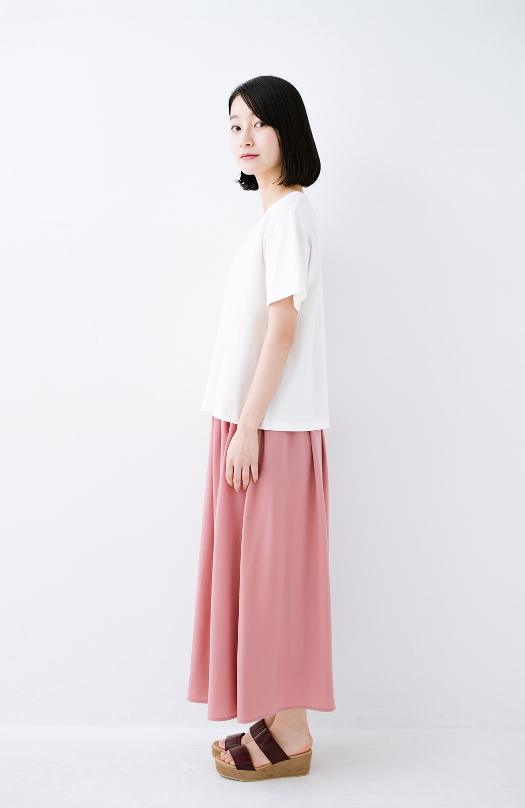 haco! 別注Lee ほどよいゆとりシルエットのボックスロゴTシャツ <ホワイト×ブラック>の商品写真6