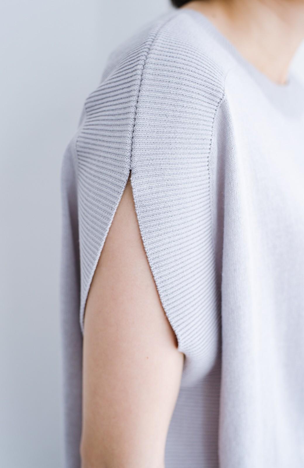 haco! カットソー感覚で着られる 洗えるオトナニットトップス by MAKORI <ライトグレー>の商品写真3