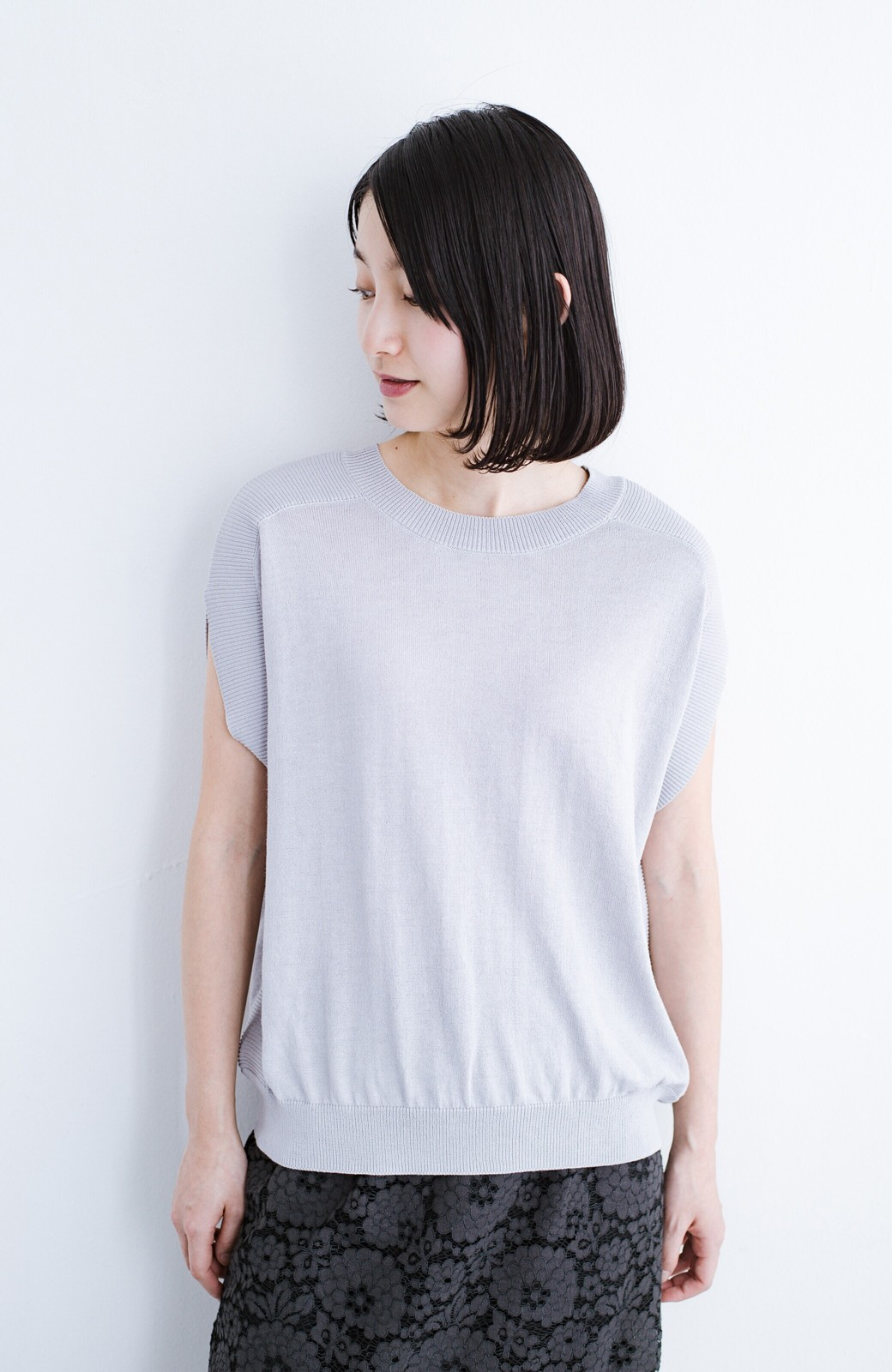 haco! カットソー感覚で着られる 洗えるオトナニットトップス by MAKORI <ライトグレー>の商品写真12