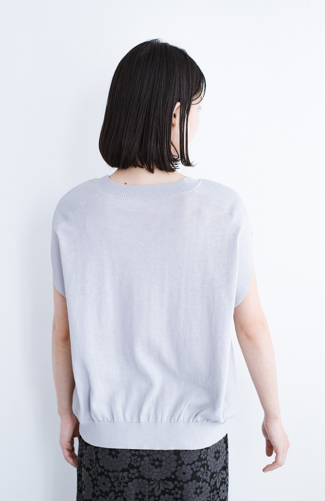 haco! カットソー感覚で着られる 洗えるオトナニットトップス by MAKORI <ライトグレー>の商品写真13